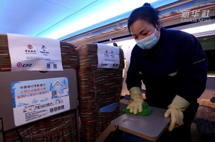 高铁消杀工作 图片来源:新华社视频
